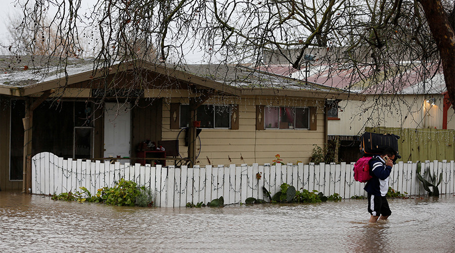 Record floods hit West Coast, Californians evacuate by the thousands (PHOTOS/VIDEO)