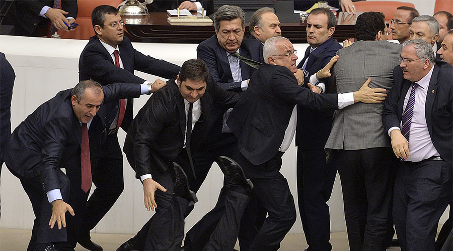 Ruckus erupts in Turkish parliament as MPs debate new constitution (VIDEO)