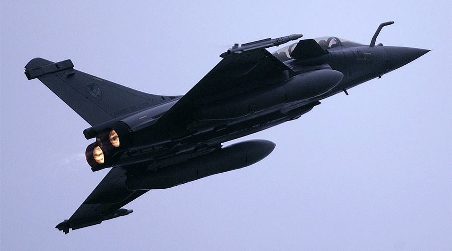 Fighter jet breaking sound barrier behind 'explosion' sounds in Marseille