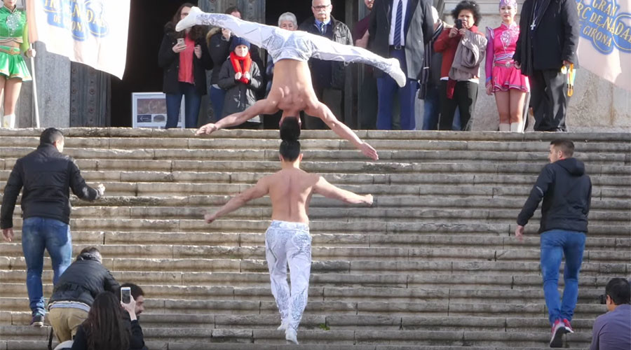 Circus brothers break balancing act record on Game of Thrones steps (VIDEO)