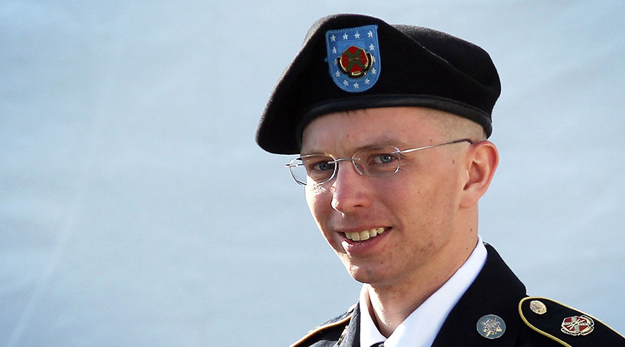 'This is awesome': Twitter reacts as Obama cuts Chelsea Manning's sentence