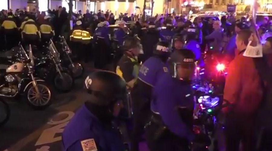 DC police teargas #DeploraBall protesters (VIDEOS)