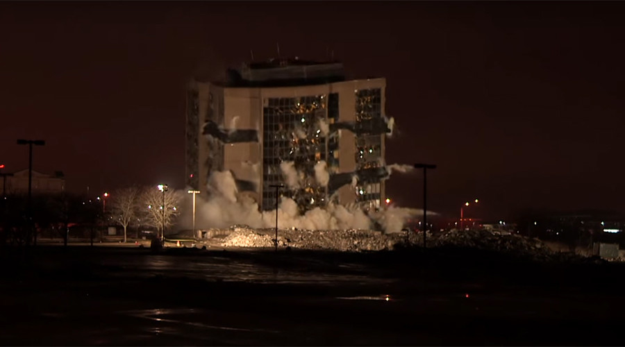 10-storey office block razed to the ground in five seconds (VIDEO)