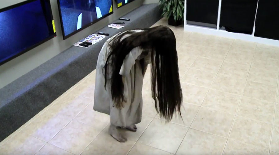 TV shoppers horrified by skin-crawling 'Ring' prank  (VIDEO)