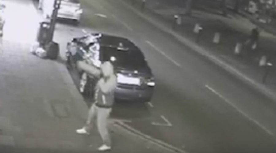 Policeman filmed in shootout with Turkish mobster awarded medal for bravery (VIDEO)