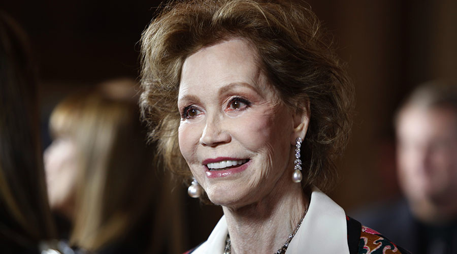 'Who can turn the world on with her smile?': Actress Mary Tyler Moore dies at age 80