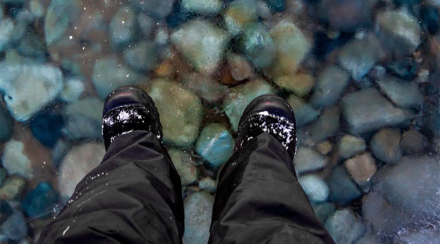 Man 'walks on water' after rare natural phenomenon (PHOTO)
