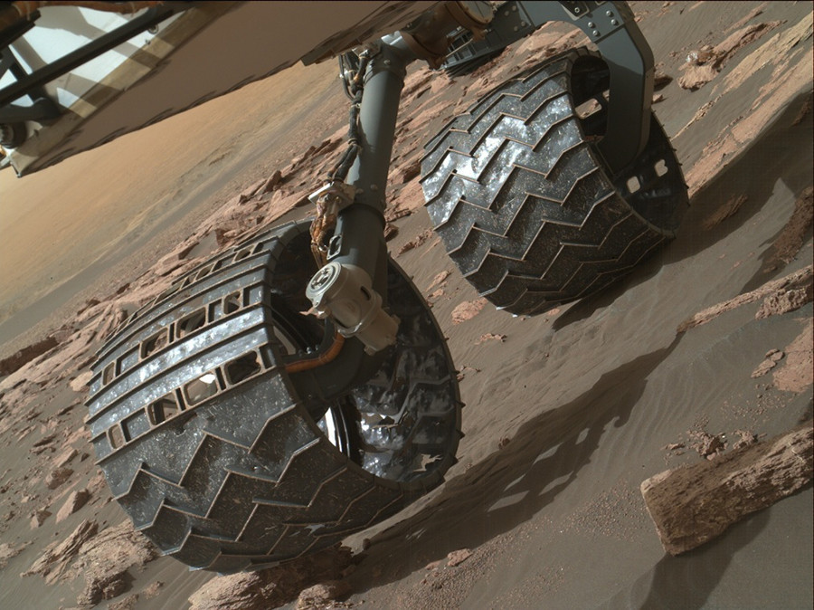 Tough life on Mars: Curiosity rover's wheels battered by ...
