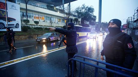 Police secure the area near an Istanbul nightclub, following a gun attack, in Turkey, January 1, 2017 © Osman Orsal