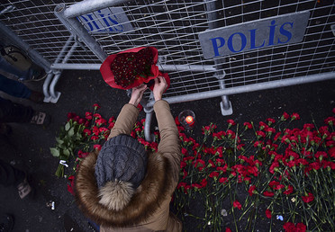 People lay flowers in front of the Reina night on January 1, 2017 in Istanbul, after a gunman killed 39 people, including many foreigners, in a rampage at an upmarket nightclub in Istanbul where revellers were celebrating the New Year. © Yasin Akgul