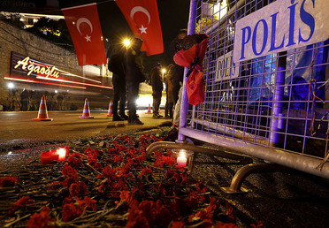 Flowers are placed in front of a police barrier near the entrance of Reina nightclub by the Bosphorus, which was attacked by a gunman, in Istanbul, Turkey, January 1, 2017. © Umit Bektas
