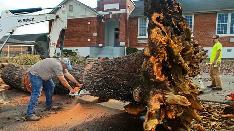 2 dead as severe storms, deadly tornadoes barrel through deep South