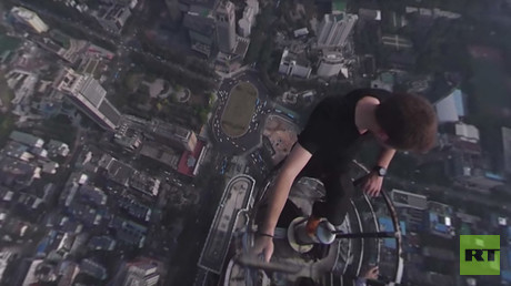 Roofers sneak on top of Chinese skyscrapers with 360-degree camera