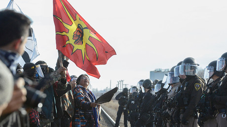 Protesters have a stand off with police during a demonstration against the Dakota Access pipeline near the Standing Rock Indian Reservation in Mandan, North Dakota, U.S. November 15, 2016. © Stephanie Keith / Reuters