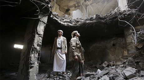 Houthi militants stand in the house of Houthi leader Yahya Aiydh, after Saudi-led air strikes destroyed it in Yemen's capital Sanaa September 8, 2015. © Khaled Abdullah