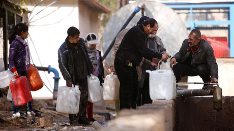 People queue as they fill containers with water in the government controlled al-Rabwah area, a suburb of Damascus, Syria January 10, 2017. © Omar Sanadiki