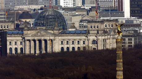 The Reichstag building (L), the seat of the lower house of parliament Bundestag and the Siegessaeule (victory column) are seen in Berlin © Fabrizio Bensch