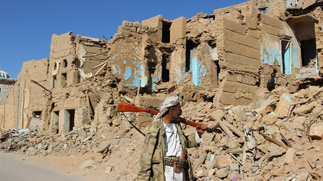 A Houthi armed man walks past destroyed houses in the old quarter of the northwestern city of Saada, Yemen January 11, 2017 © Naif Rahma