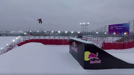 Big Air! Breathtaking snowboard jump in 360