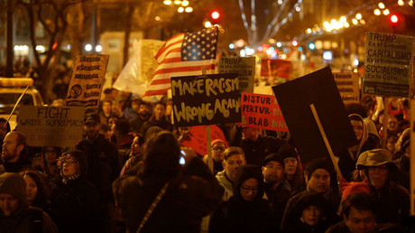 Demonstrators march on Market Street during a demonstration against the inauguration of President Donald Trump in San Francisco, California, U.S., January 20, 2017. © Stephen Lam