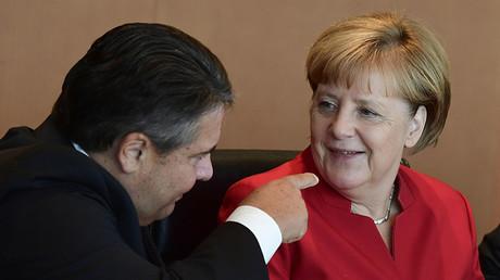 German Economy Minister Sigmar Gabriel and Chancellor Angela Merkel. ©Tobias Schwarz
