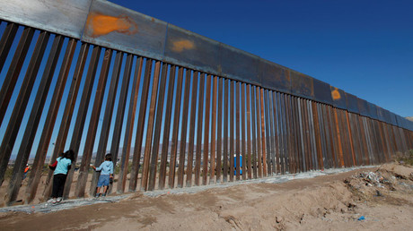 Children play at a newly built section of the U.S.-Mexico border wall at Sunland Park, U.S. opposite the Mexican border city of Ciudad Juarez, Mexico © Jose Luis Gonzalez