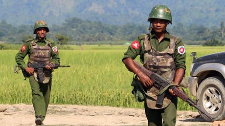 Armed Myanmar army soldiers © STR