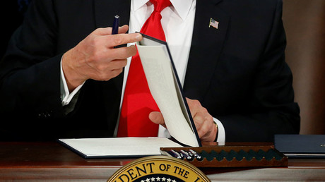 U.S. President Donald Trump prepares to sign an executive order at Homeland Security headquarters in Washington, U.S., January 25, 2017. © Jonathan Ernst