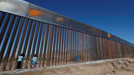 Children play at a newly built section of the US-Mexico border wall at Sunland Park, US opposite the Mexican border city of Ciudad Juarez © Jose Luis Gonzalez