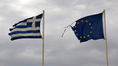 Greek and EU flags © Yannis Behrakis / Reuters