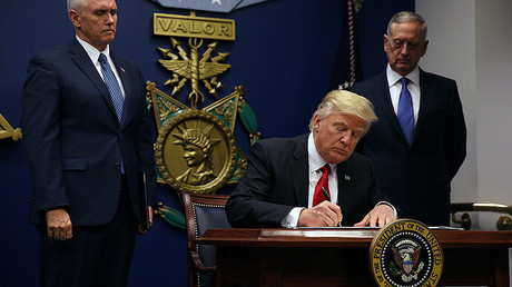 U.S. President Donald Trump signs an executive order he said would impose tighter vetting to prevent foreign terrorists from entering the United States at the Pentagon in Washington, U.S., January 27, 2017. © Carlos Barria