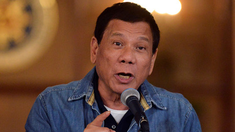 Philippine President Rodrigo Duterte gestures while speaking during a late night news conference at the presidential palace in Manila, Philippines January 30, 2017 © Ezra Acayan