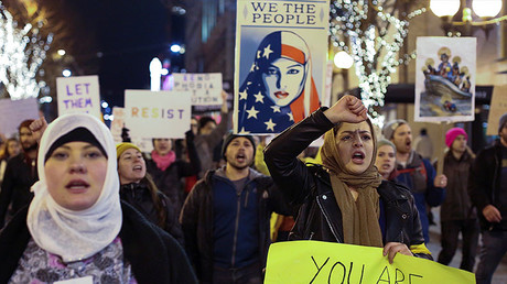 Thousands rally in US against Trump's 'Muslim travel ban'