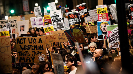Demonstrators hold placards during a protest against U.S. President Donald Trump's executive order travel ban in London, Britain January 30, 2017. © Dylan Martinez