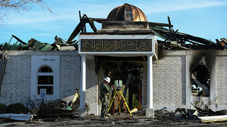 A security official investigates the aftermath of a fire at the Victoria Islamic Center mosque in Victoria, Texas January 29, 2017. © Mohammad Khursheed