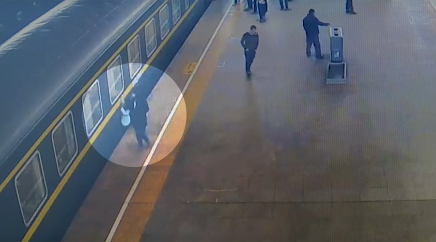 Stomach-churning moment 3yo falls under train at Chinese station caught on camera (VIDEO)
