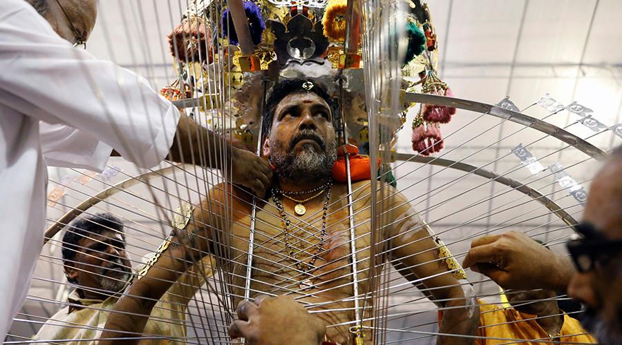 Bloodied body piercings aplenty during Hindu Thaipusam festival (GRAPHIC VIDEOS, PHOTOS)