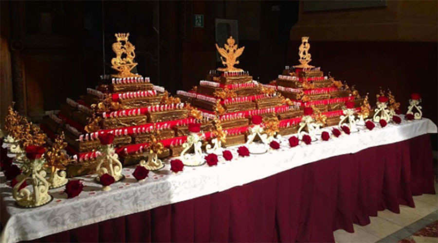 Landmark Moscow museum marks 145th birthday with 500kg of gilded cakes (PHOTOS)