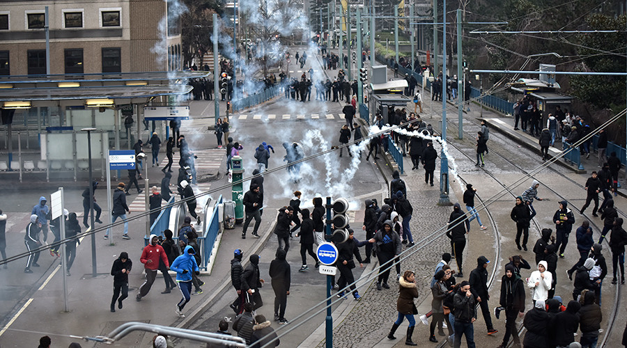 Police teargas masked protesters in Paris suburb as anti-cop riots continue (VIDEO)