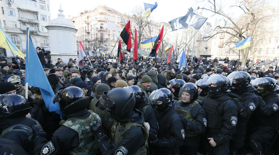 Scuffles between police and protesters in downtown Kiev during Maidan anniversary rally (VIDEO)