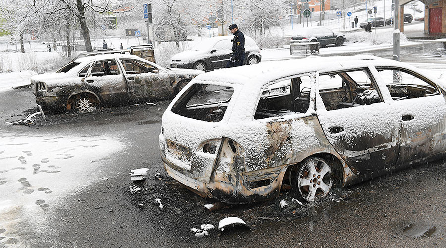 Dramatic footage shows cars ablaze in Swedish riot (VIDEOS)