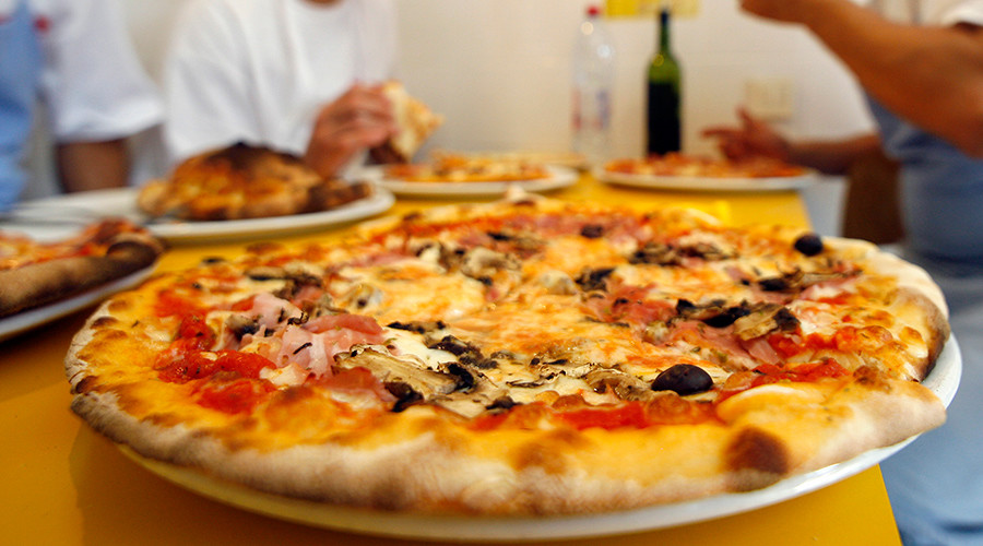 Icelandic president moves to defuse heated debate over #pineappleonpizza (POLL)