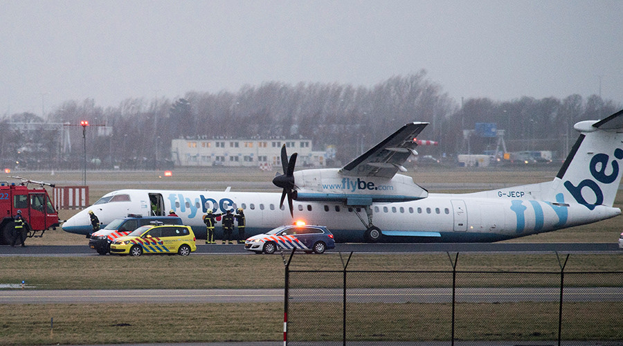 Passenger films crash landing at Amsterdam airport from onboard Flybe jet (VIDEO)