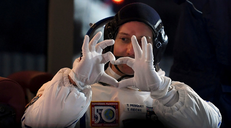 ISS astronaut trolls conspiracy theorists with space walk selfie (PHOTO)