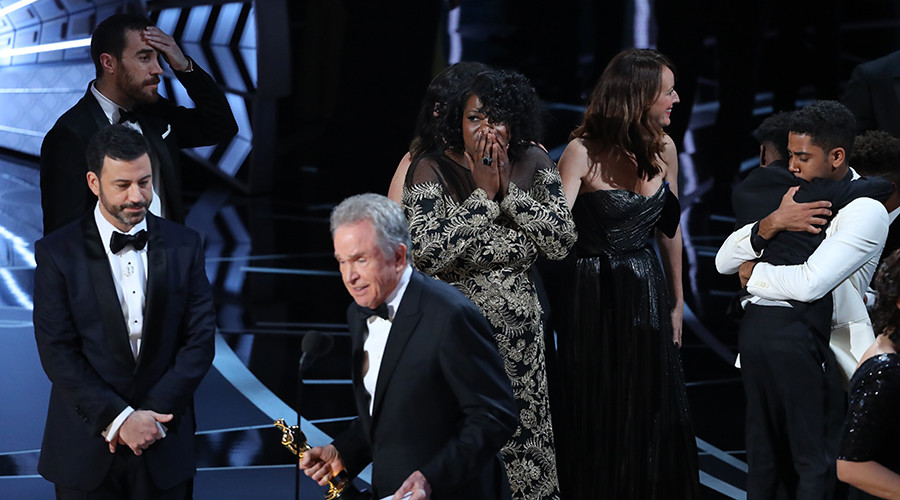 'If only this happened on election night': Internet reacts to Oscars blunder
