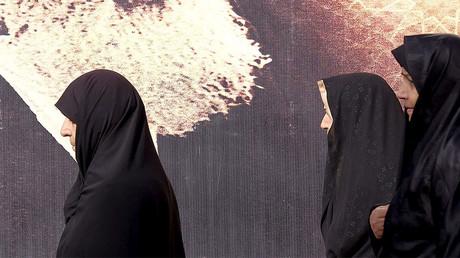 Staten Iran våldtar och torterar kvinnor som förtrycks av sharialagen