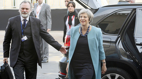 British Prime Minister Theresa May and UK ambassador to the EU, Sir Tim Barrow (L) arrive to attend the European Union leaders summit in Valletta, Malta, February 3, 2017. © Yves Herman