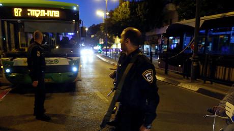 Israeli policemen are seen at the scene of a shooting attack in Petah Tikva, Israel February 9, 2017. ©Baz Ratner