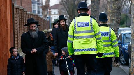 Ultra-Orthodox Jews in London © Andrew Winning