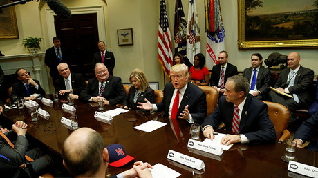 U.S. President Donald Trump holds a meeting with House Republicans at the White House in Washington, U.S. February 16, 2017 © Kevin Lamarque